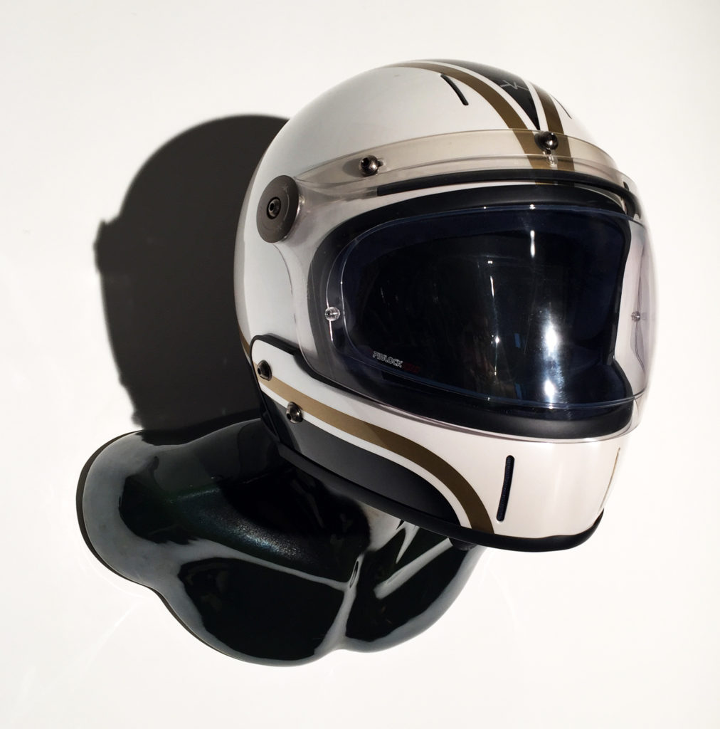 HELMET HOLDER DARK BURT WITH GOLD WAVE FULLFACE VELDT HELMET 01