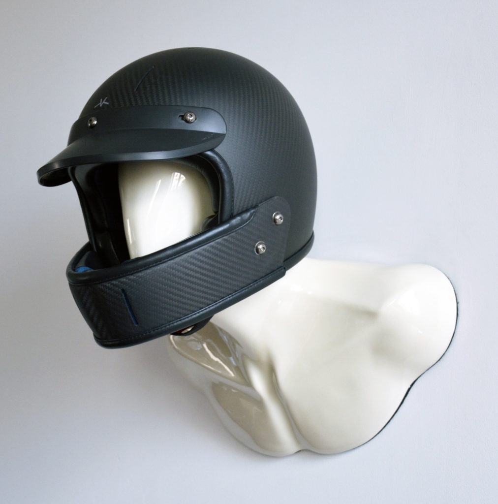 WHITE BURT HELMET HOLDER WITH BLACK CARBON FULLFACE VELDT HELMET 02