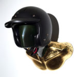 support de casque moto GOLD & DARK BURT avec casque carbon VELDT 01